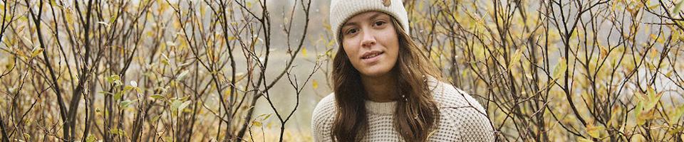 Woman wearing White Woolen Knitwear Jumper and Beanie Hat